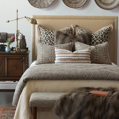 Naya Diamond Comforter Size: California King, Finish Type: Button-Tufted