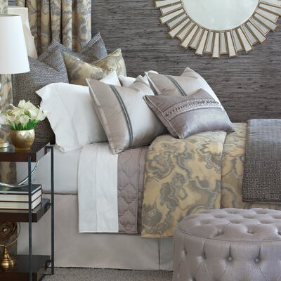Amal Comforter Size: California King, Finish Type: Hand-Tacked