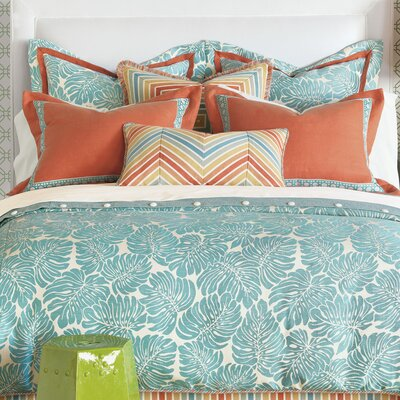 Capri Comforter Size: Daybed, Finish Type: Hand-Tacked