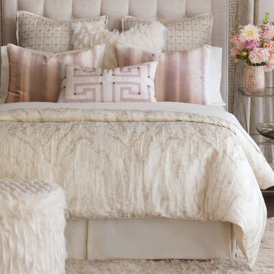 Halo Comforter Size: Super Queen, Finish Type: Hand-Tacked