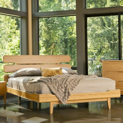 Currant Platform Bed Size: California King, Color: Caramelized