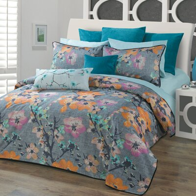 Yuki Duvet Cover Set Size: Queen