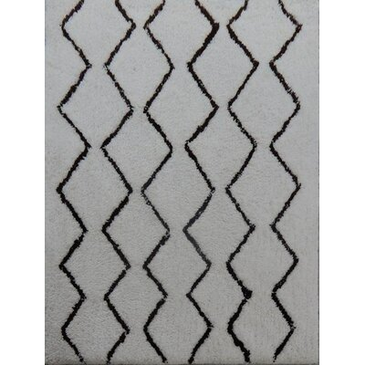 Mekhi Hand-Tufted Gray/Black Area Rug Rug Size: 79 x 106