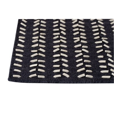 Hilldale Black/White Area Rug Rug Size: 56 x 710