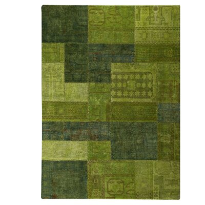 Renaissance Hand-Knotted Green Area Rug Rug Size: 710 x 910
