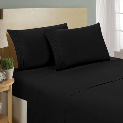 Two Line Sheet Set Size: Queen, Color: Black
