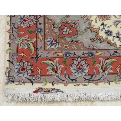 Vacchiano Traditional Hand-Knotted Wool Ivory Area Rug