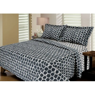 Rolls Reversible Quilt Set Size: King