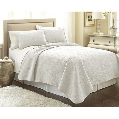 Vilano� Springs Quilt Set Size: King/California King, Color: Bright White
