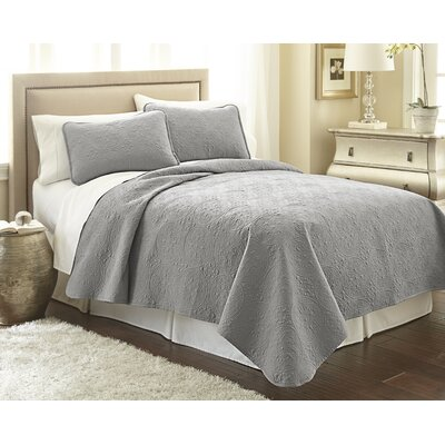 Vilano� Springs Quilt Set Size: King/California King, Color: Steel Gray