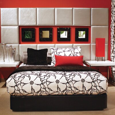 Upholstered Platform Bed Size: Queen, Color: Black