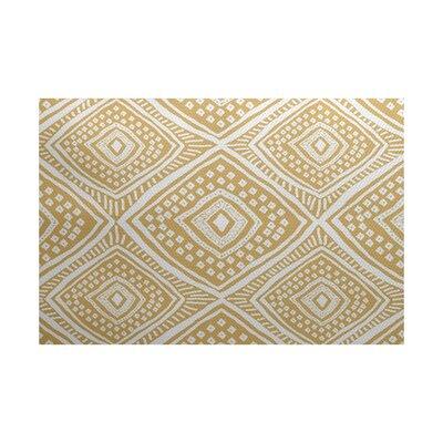 Elaine Beige/White Indoor/Outdoor Area Rug Rug Size: 5 x 7