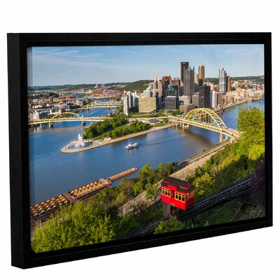 'Pittsburgh Skyline with Duquensne Incline' Framed Photographic Print Size: 12