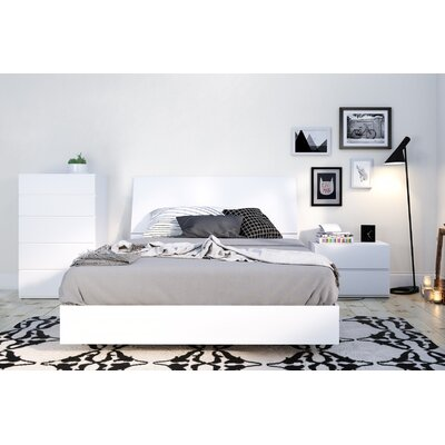 Mullet Platform Bed Size: Full, Color: White
