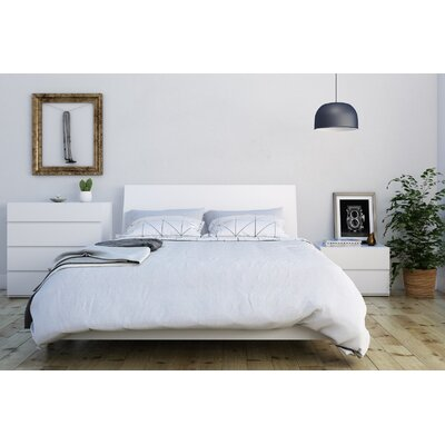 Mullet Platform Bed Size: Queen, Color: White