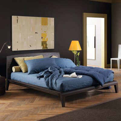 Cloe Platform Bed Size: King