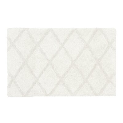 Criss Cross Bath Rug Size: 17 W x 24 L, Color: White