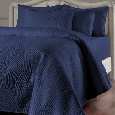 Stream Reversible Quilt Set Color: Navy, Size: King