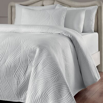 Stream Reversible Quilt Set Color: White, Size: King