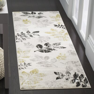 Stoney Brook Ivory/Green Area Rug Rug Size: 51 x 77