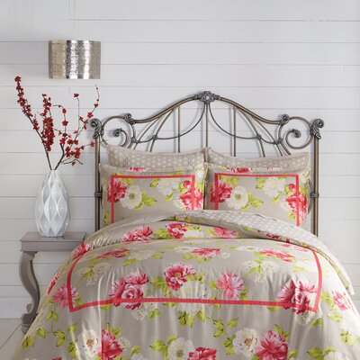 Naomi Reversible Comforter Set Size: King