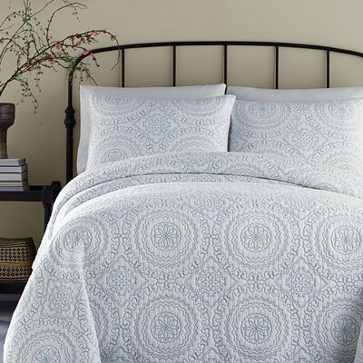 Medallion Coverlet Size: King, Color: Blue