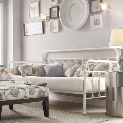Sardinia Daybed Color: Silver Birch