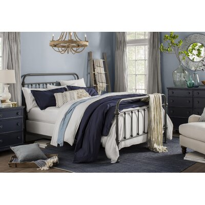 Riga Panel Bed Size: Queen