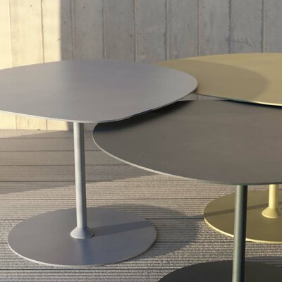 Low Coffee Table Finish: Grey, Material: Aluminum