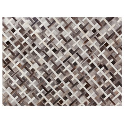 Natural Hide Hand Crafted Gray/Ivory Area Rug Rug Size: 116 x 146