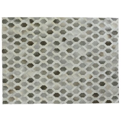 Natural Hide Hand Crafted Gray/Ivory Area Rug