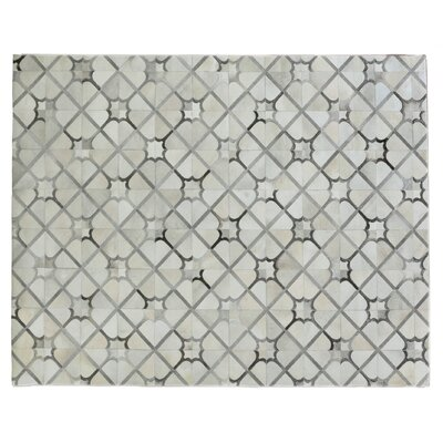 Natural Hide Hand Crafted Ivory/Gray Area Rug