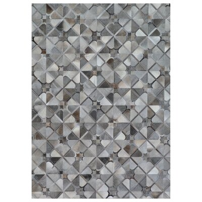 Natural Hide Hand Crafted Gray Area Rug Rug Size: 116 x 146