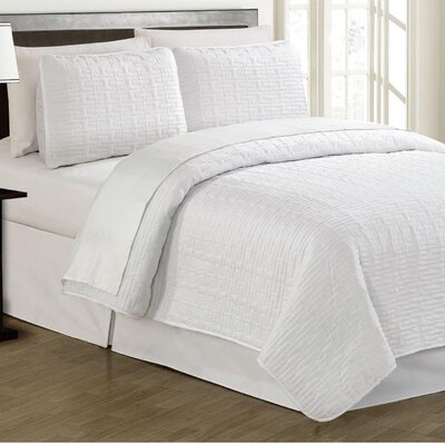 Crusoe 2 Piece Quilt Set Color: White
