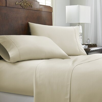 Franky Chevron Sheet Set Color: Cream, Size: King