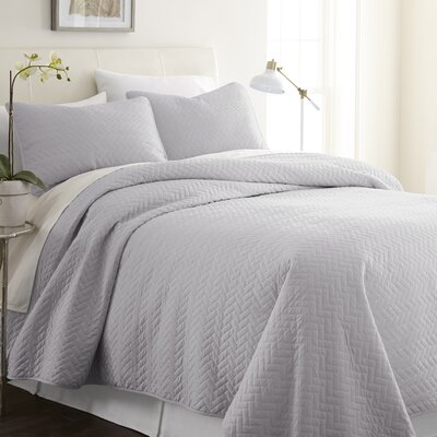 Bergen Coverlet Set Size: King/California King, Color: Gray