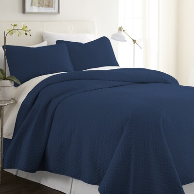 Bergen Coverlet Set Size: Twin/Twin XL, Color: Navy