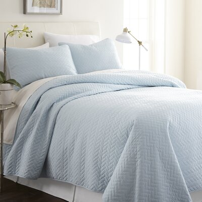 Bergen Coverlet Set Size: Twin/Twin XL, Color: Ivory