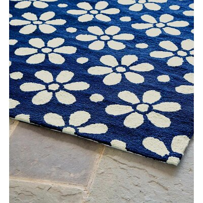 Daisy Chain Hand Hooked Blue/White Indoor/Outdoor Area Rug Rug Size: Rectangle 2 x 35