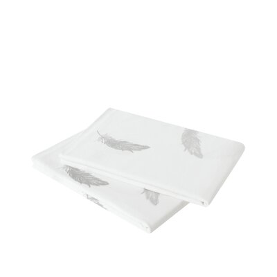Jersey Feathers Pillowcase Size: King