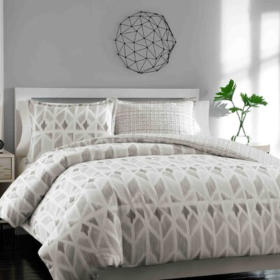 Oshaughnessy Reversible Duvet Cover Set Size: King