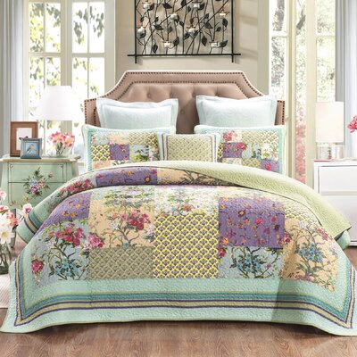 Frosted Pastel Gardenia Reversible Quilt Set Size: King