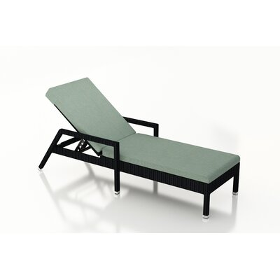 Urbana Chaise Lounge with Cushion Fabric: Canvas Spa