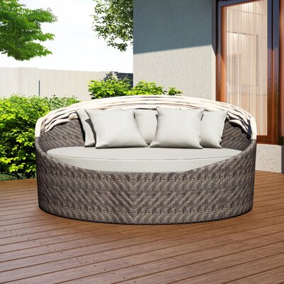 Wink Daybed with Cushion Fabric: Canvas Natural