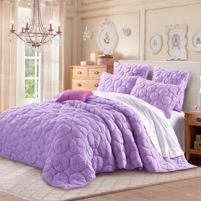 Dream Waltz Luxury Quilt Size: King, Color: Purple