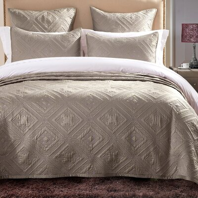 Fern Crystal Quilt Size: Queen, Color: Khaki