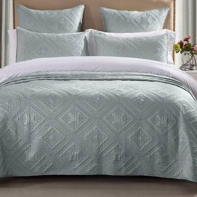 Fern Crystal Quilt Size: King, Color: Seafoam