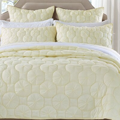 Dream Waltz Quilt Size: King, Color: Ivory