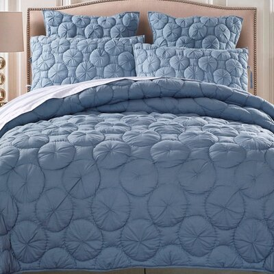 Dream Waltz Luxury Quilt Size: King, Color: Blue