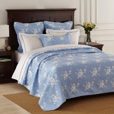 Rose Melody Quilt Size: Queen, Color: Light Blue